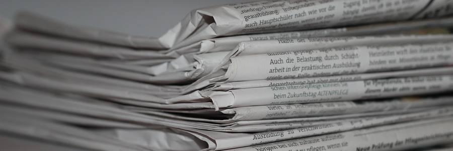 Zeitungsstapel [(c): Daniel Junker]